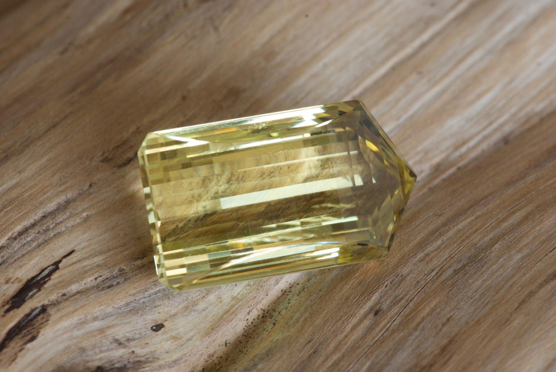 Quartz lemon. 60,92 carats