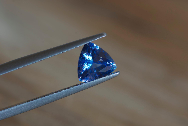 Saphir bleu naturel de Ceylan (Sri Lanka). 1,50 carats