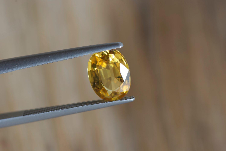 Saphir jaune naturel de Ceylan (Sri Lanka). 1,91 carats