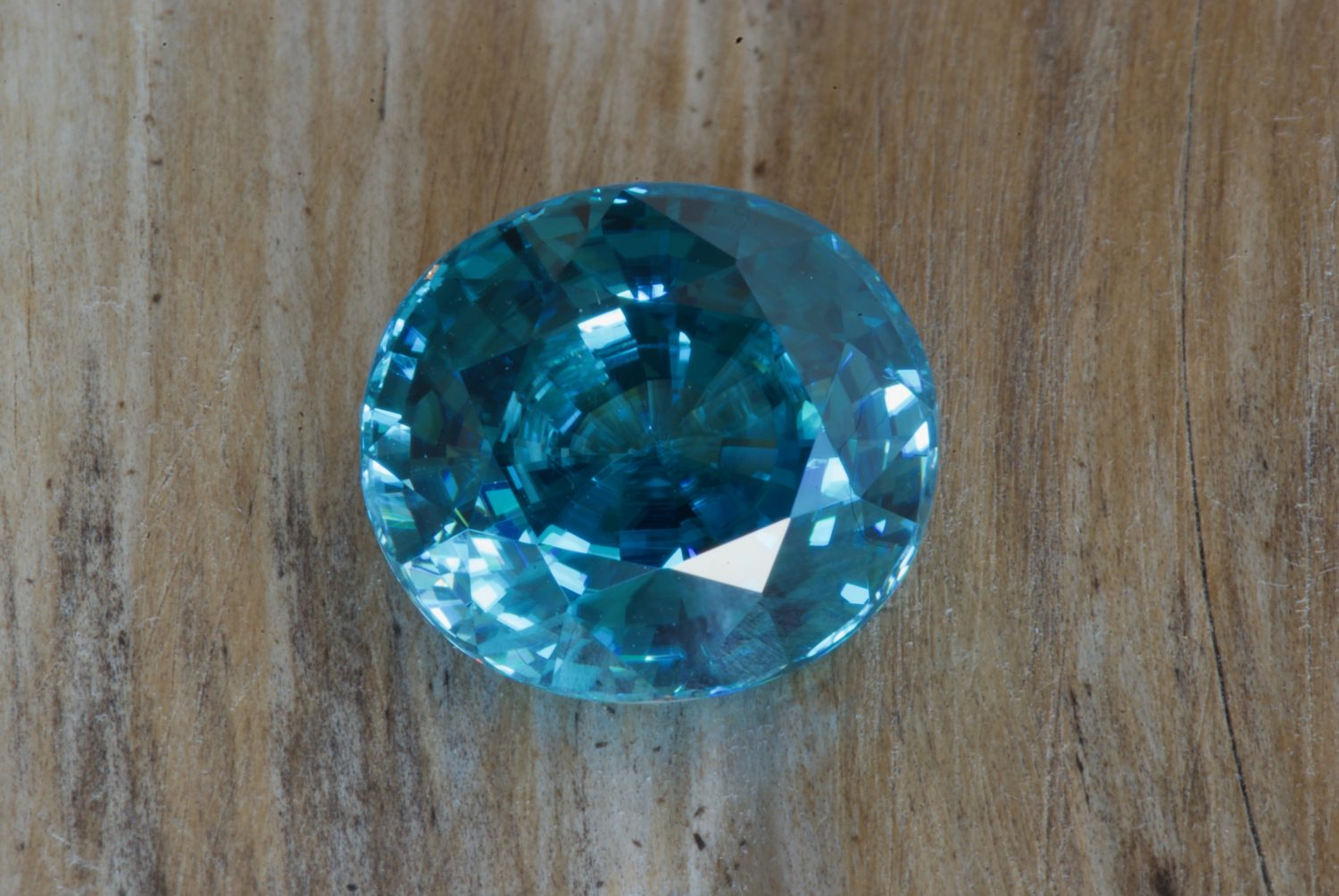 Zircon bleu naturel du Cambodge. 12,17 carats