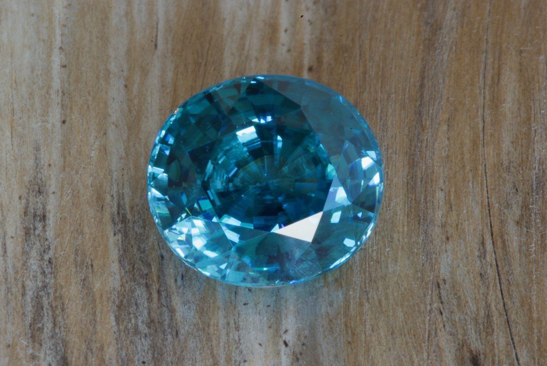 Zircon bleu naturel du Cambodge. 12,17 carats