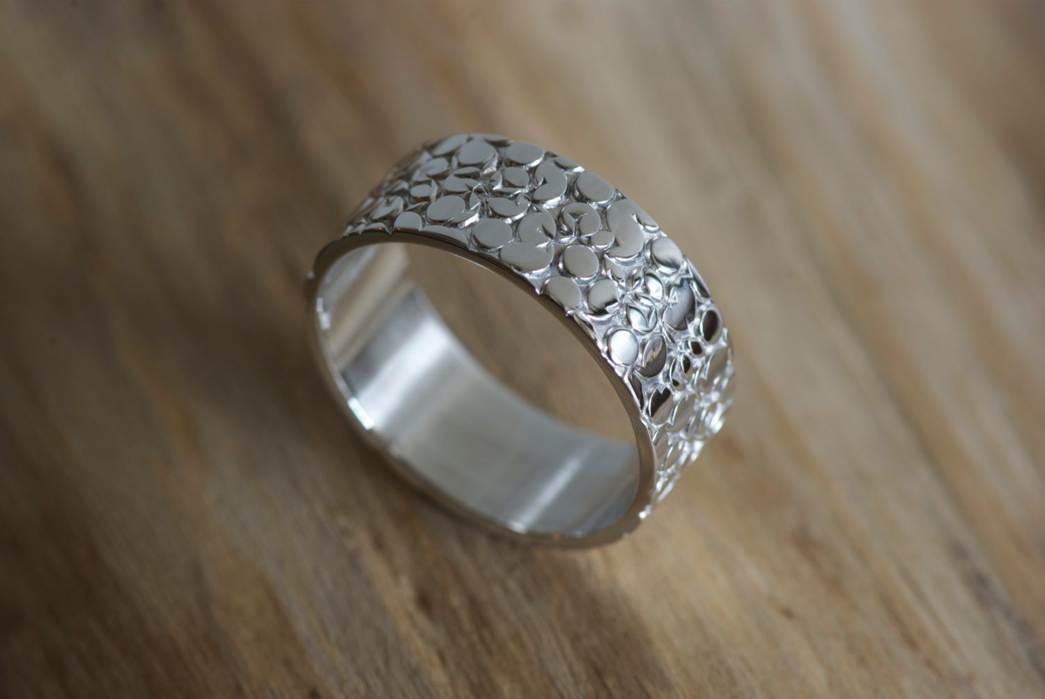 Bague Galuchat. Or gris.
