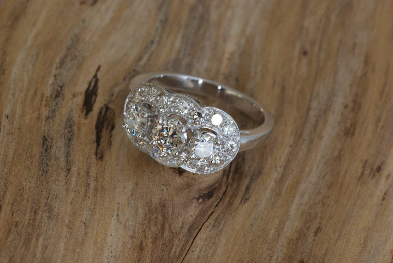 Bague Sophia. Or gris et diamants.