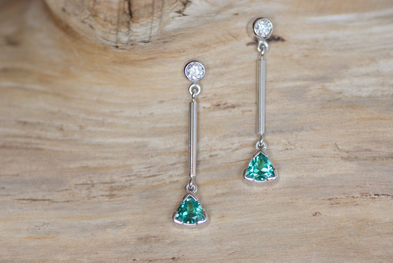 Boucles d'oreilles Amazone. Or gris , tourmalines vertes et diamants.