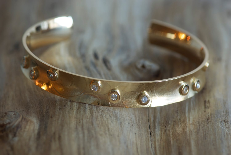 Bracelet Kali. Or jaune et diamants.