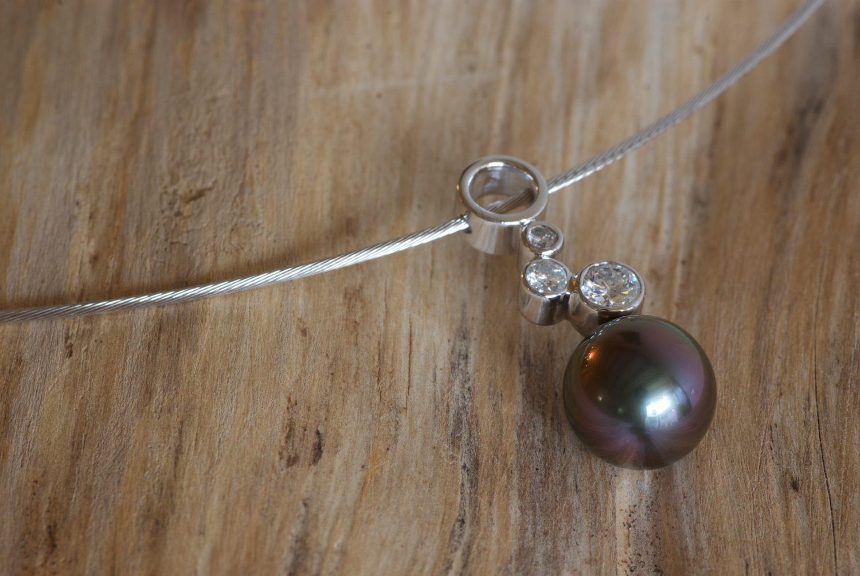 Collier Astéria. Or gris, perle de Tahiti et diamants.
