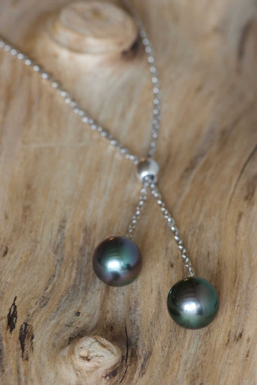 Collier Marilyn. Or gris et perles de Tahiti.