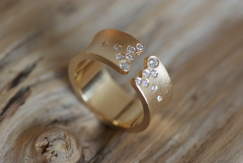 Bague Yunnan. Or jaune et diamants.