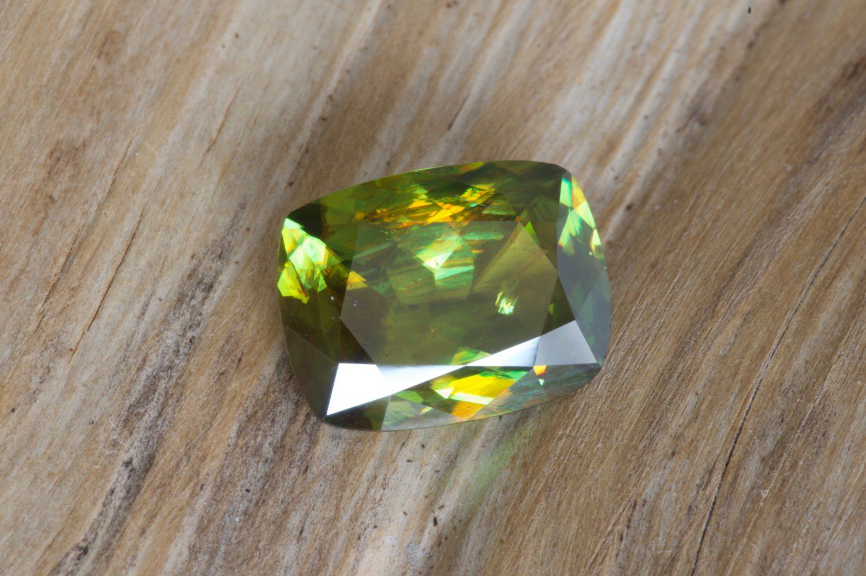 Sphène ou titanite naturelle du Mexique. 8,21 carats
