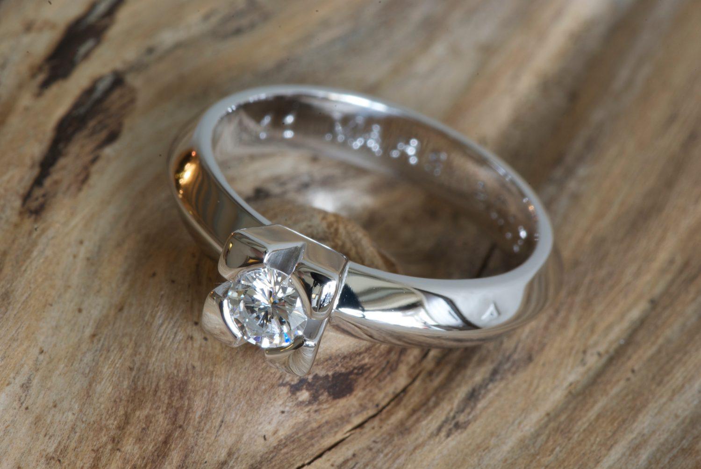 Solitaire Théorème. Or gris et diamant.