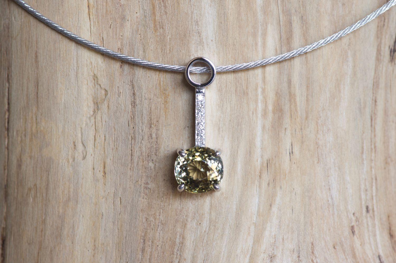 Collier Limpasan. Or gris, tourmaline et diamants.