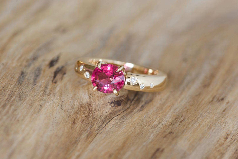 Bague Padhang, or jaune, tourmaline et diamants.
